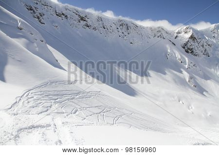 Extreme Freeride, tracks on a mountain slope.