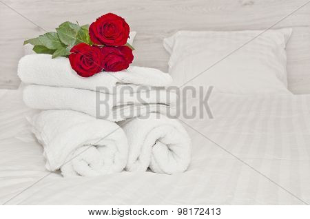 White Towels And Red Roses - Hotel Service