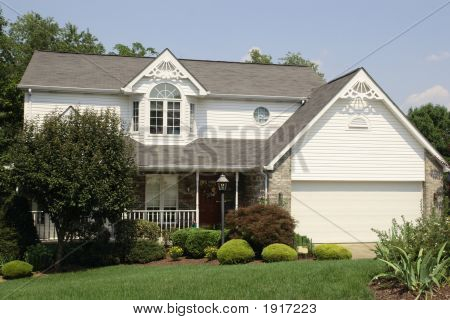 New Home Colonial Style 51
