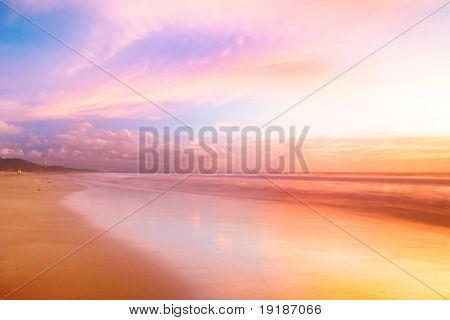 Schöner Sonnenuntergang im Meer. Thailand
