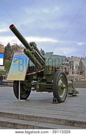 Kiev, Ukraine - Nov 01: Military Cars Exhibition On Kreshatik Street In Kiev, Ukraine On November 01