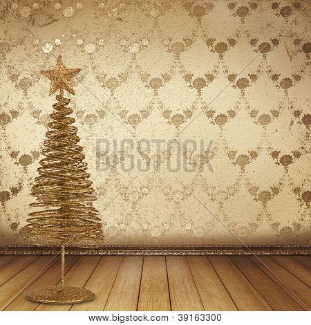 Weihnachten Goldene Fichte im alten Zimmer, dekoriert mit Tapete