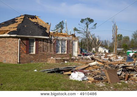 Tornadoe Path