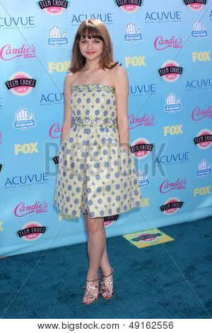 LOS ANGELES - AUG 11:  Joey King at the 2013 Teen Choice Awards at the Gibson Ampitheater Universal on August 11, 2013 in Los Angeles, CA