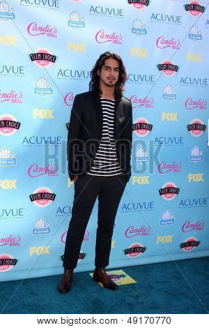 LOS ANGELES - AUG 11:  Avan Jogia at the 2013 Teen Choice Awards at the Gibson Ampitheater Universal on August 11, 2013 in Los Angeles, CA