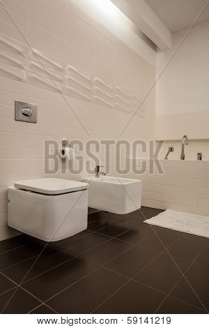 Travertine House - Toilet And Bidet