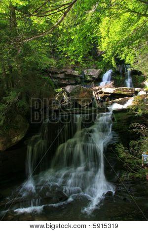 Bastión Falls