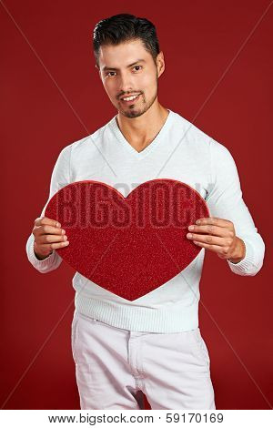 Valentines day: Man with white a red heart over red background
