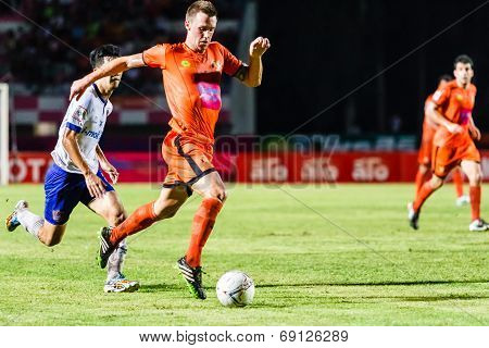 Sisaket Thailand-july 23: Brent Mcgrath Of Sisaket Fc. (orange) In Action During Thai Premier League