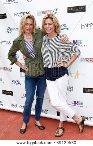 BRIDGEHAMPTON, NY-JUL 19: TV host Ali Wentworth (L) and actress Julie Bowen attend the 6th Annual Family Fair at Children's Museum of the East End (CMEE) on July 19, 2014 in Bridgehampton, New York.