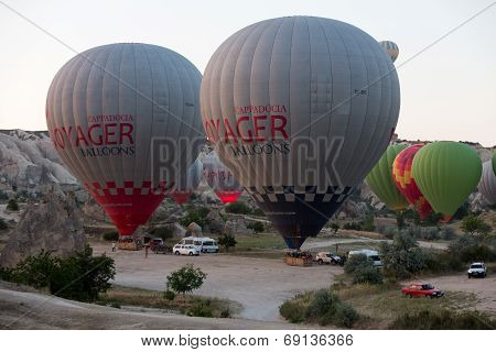 Cappadocia - preparations to the start of the balloon at sunrise