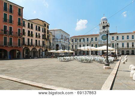 Street Restaurant On Piazza Dei Signori, Padua