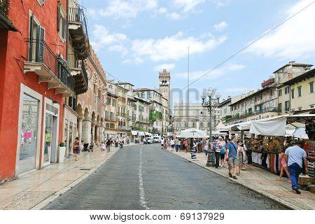 Via Della Costa To Piazza Delle Erbe In Verona