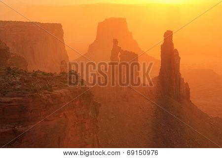 Washer Woman Arch At Sunrise, Canyonlands National Park, Utah, Usa