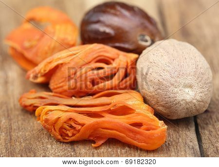 Mace Or Javitri Spice With Nutmeg