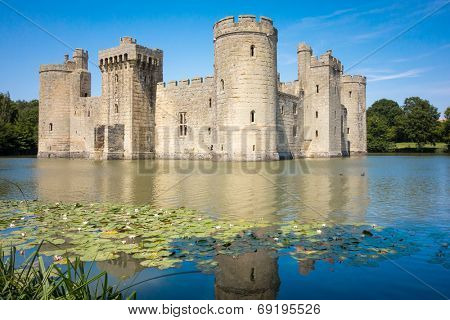 An image of the great Bodiam Castle in England
