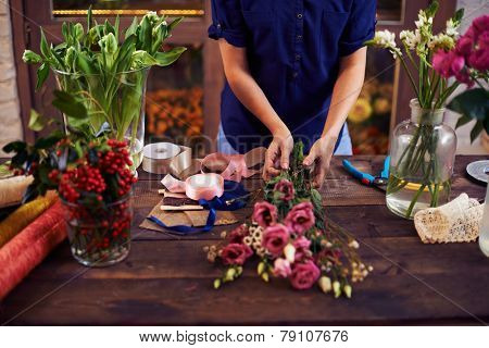 Florist making rose bouquet