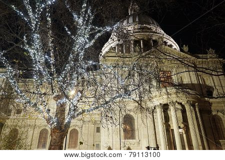 St Paul's Cathedra With Christmas Decoration