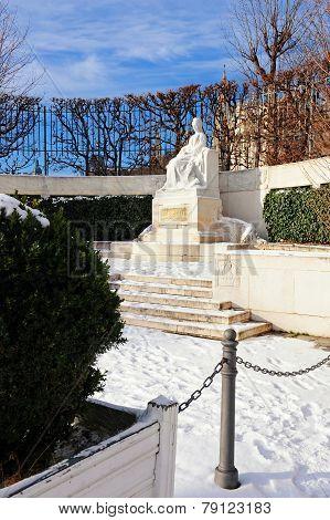 Sisi Public Garden