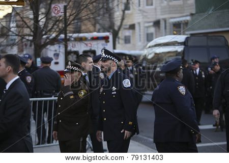 Chicago PD officers pay their respects