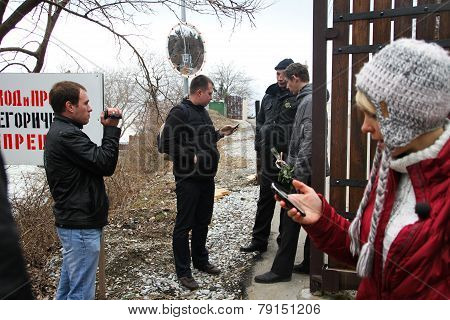 Inspection Ecologists Near The Governor's House Tkachev