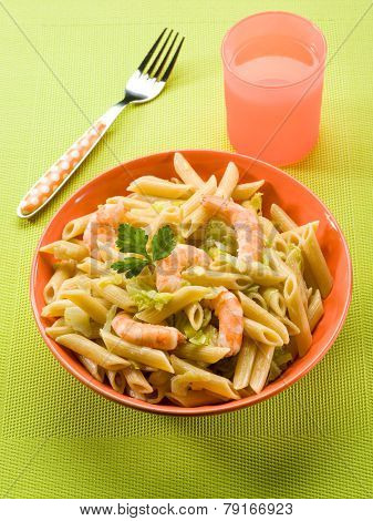 pasta with shrimp and savoy cabbage