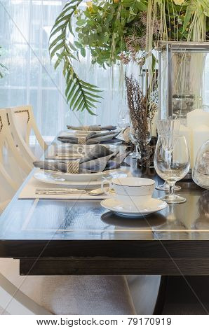 Luxury Dinning Room With Table Set On Table