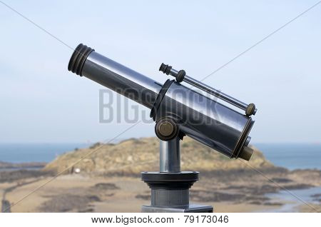 binoculars for tourists