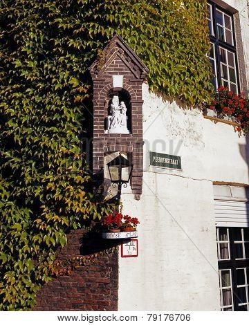 Corner sculpture, Bruges.