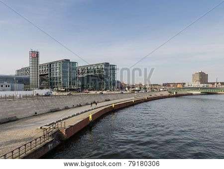 Berlin - Apirl 17, 2013 : View Of The Berlin Hauptbahnhof Station Building From The Spree