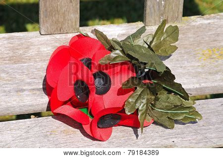 Poppy posy on wooden bench.