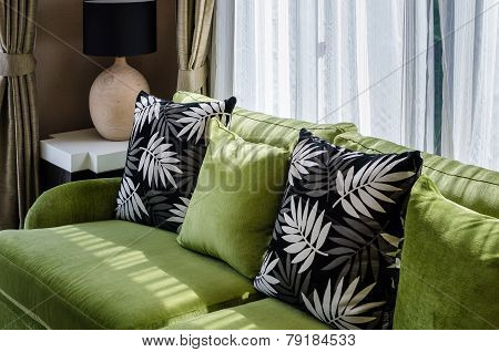 Geen Sofa In Modern Living Room
