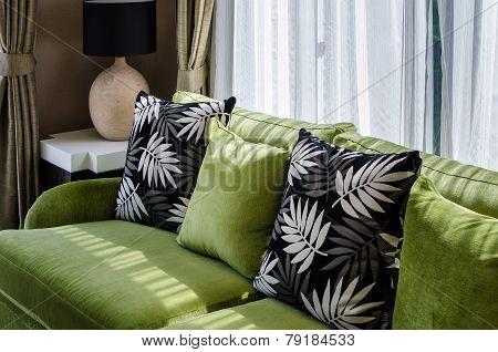 Geen Sofa In Modern Living Room