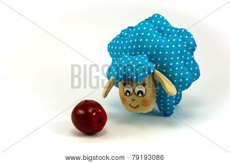 Rag-doll blue speckled lamb with red apple