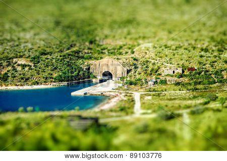 Porto Palermo tunnel
