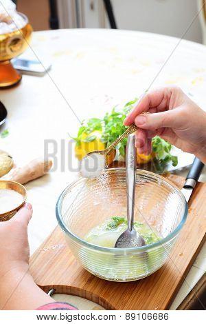 Preparing homemade lemonade