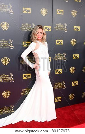 LOS ANGELES - APR 26:  Donna Mills at the 2015 Daytime Emmy Awards at the Warner Brothers Studio Lot on April 26, 2015 in Burbank, CA