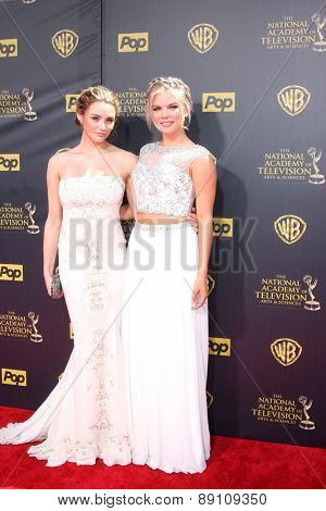 LOS ANGELES - APR 26:  Hunter King, Kelli Goss at the 2015 Daytime Emmy Awards at the Warner Brothers Studio Lot on April 26, 2015 in Burbank, CA
