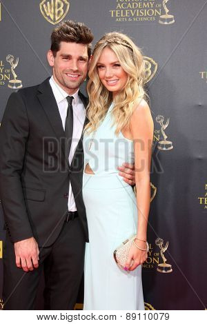LOS ANGELES - APR 26:  Justin Gaston, Melissa Ordway at the 2015 Daytime Emmy Awards at the Warner Brothers Studio Lot on April 26, 2015 in Burbank, CA