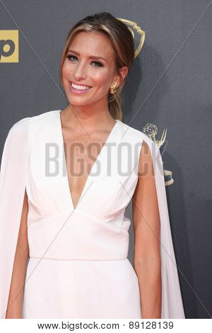 LOS ANGELES - APR 26:  Renee Bargh at the 2015 Daytime Emmy Awards at the Warner Brothers Studio Lot on April 26, 2015 in Burbank, CA