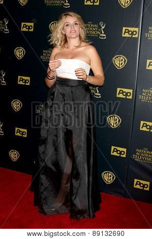 LOS ANGELES - APR 26:  Daphne Oz at the 2015 Daytime Emmy Awards at the Warner Brothers Studio Lot on April 26, 2015 in Los Angeles, CA