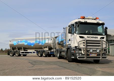 Scania R500 V8 Milk Truck Parked
