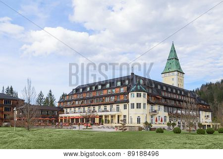 Hotel Schloss Elmau Royal Luxury Residence In Bavarian Alpine Valley