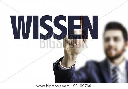Business man pointing the text: Know (in German)