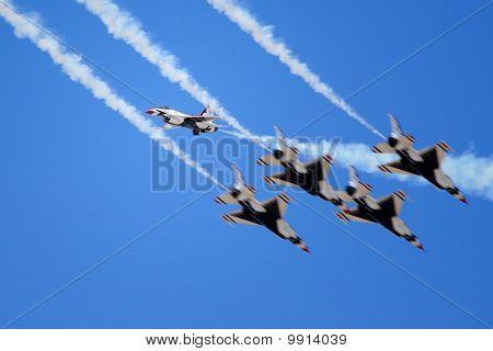 USAF Thunderbirds Passing