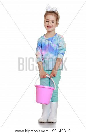The girl with the bucket