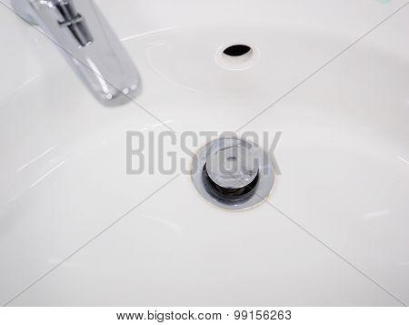 Hand wash basin drain