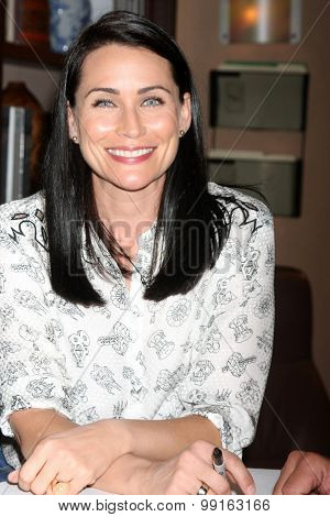 LOS ANGELES - AUG 14:  Rena Sofer at the Bold and Beautiful Fan Event Friday at the CBS Television City on August 14, 2015 in Los Angeles, CA