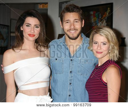 LOS ANGELES - AUG 14:  Jacqueline MacInnes Wood, Scott Clifton, Linsey Godfrey at the Bold and Beautiful Fan Event Friday at the CBS Television City on August 14, 2015 in Los Angeles, CA