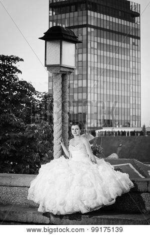 Bride Posing Next To Street Lamp Bw